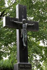 Grabkreuz mit Gekreuzigtem