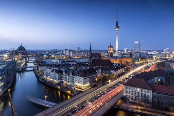 Berlin Skyline an der Spree