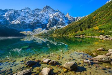 Foto auf Gartenposter Gebirge Morskie Oko lake in autumn colours, High Tatra Mountains, Poland