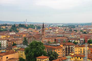 Fond de hotte en verre imprimé Nice Red roofs of the city center. Verona, Italy