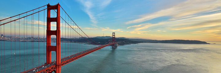 Spoed Fotobehang Beige Golden Gate Bridge panorama, San Francisco California, sunset light on cloudy sky