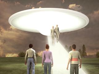 Extraterrestres descendiendo de una nave ante tres personas Wall mural