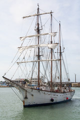 Arrivée au port d'un trois mats à Granville, Manche, Cotentin