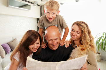 Family reads the newspaper
