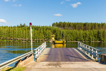 Road 471 to north Finland is crossed by cable ferry