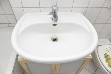 Standardwaschbecken im Bad