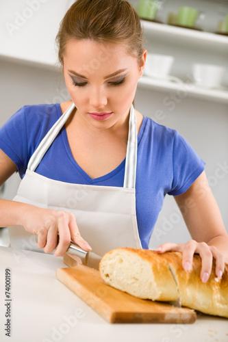 Почему хлеб должен резать мужчина