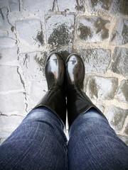 Stivali di gomna neri dopo la pioggia