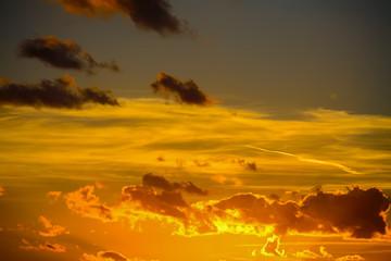 Fotobehang - yellow and orange sky at sunset