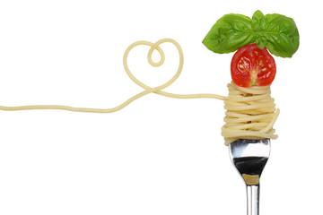 Spaghetti Nudeln Pasta Gericht mit Herz auf einer Gabel Thema Li
