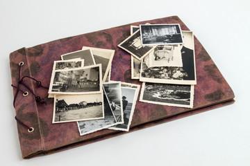 Fotoalbum von oben mit alten Bildern
