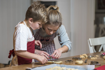 Kids baking gingerbread