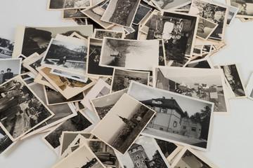 Bilderstapel mit alten Bildern