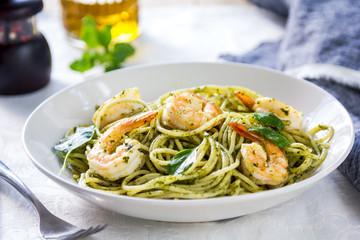 Spaghetti with prawn in pesto sauce