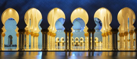 Photo sur Aluminium Moyen-Orient Panoramic mosque at night