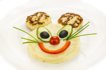 mashed potatoes and cakes in the shape of a mouse