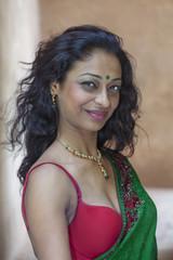 junge indische Frau im Sari