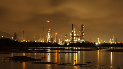Petrochemical plant, Refinery