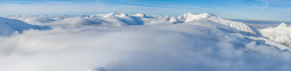 Obraz Góry ponad chmurami - fototapety do salonu