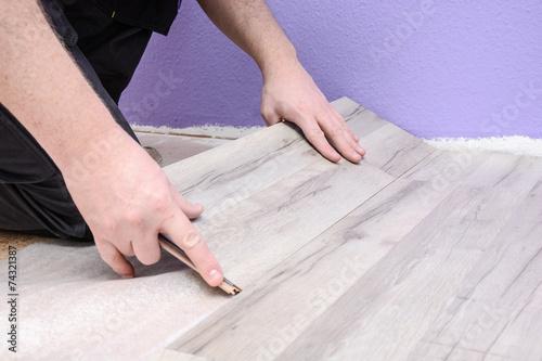laminat verlegen stockfotos und lizenzfreie bilder auf bild 74321387. Black Bedroom Furniture Sets. Home Design Ideas