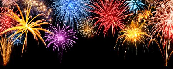 Feuerwerk Panorama auf schwarz