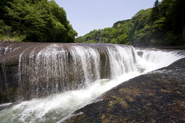 吹き割れの滝