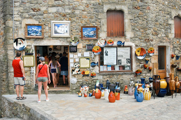 Tourists walting and shopping at a ceramic shop in Pals