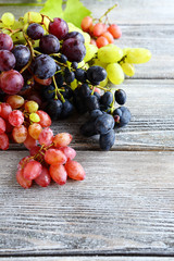 Different types of grapes on the boards