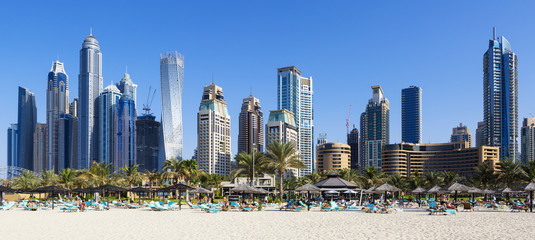 Türaufkleber Dubai Panoramic view of famous skyscrapers and jumeirah beach