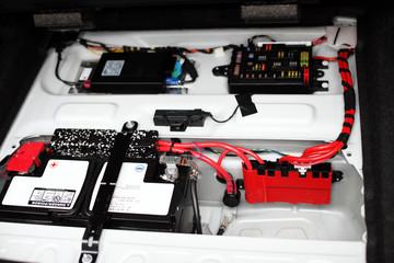 Batterie - Stromversorgung im Kofferraum