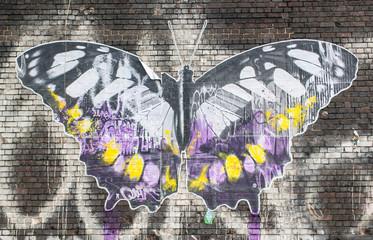 Foto auf Acrylglas Schmetterlinge im Grunge Butterfly: Street art in London.