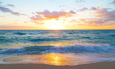 Wall Mural - Sunrise over the ocean in Miami Beach, Florida