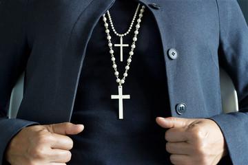 Foto En Lienzo - necklace white crucifix on neck