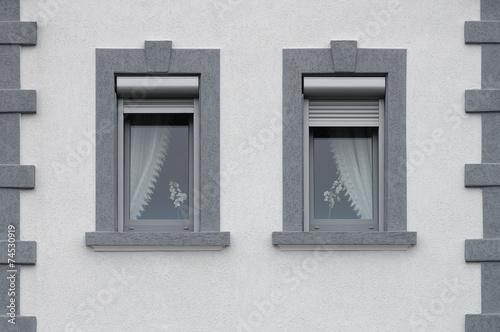 zwei graue pvc fenster mit au en liegenden rollladenk sten stockfotos und lizenzfreie bilder. Black Bedroom Furniture Sets. Home Design Ideas
