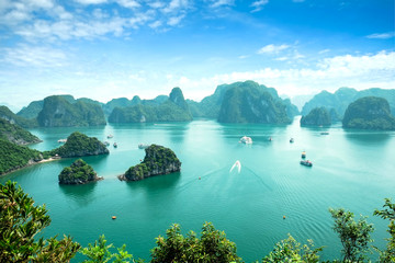 Fotobehang Blauw Halong Bay in Vietnam. Unesco World Heritage Site.