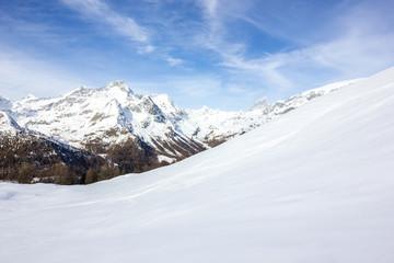 Veduta di montagna invernale