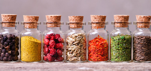 Photo sur Toile Herbe, epice spices in bottles