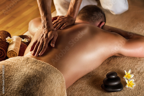 Hot model with big, sexy ass takes bath with male and massages him № 722653 бесплатно