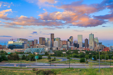 Fotomurales - Panorama of Denver skyline at twilight.