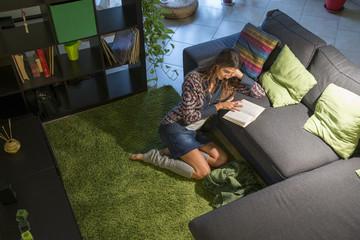 leggere sul divano