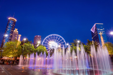 Fotomurales - Centennial Olympic Park in Atlanta during blue hour after sunset