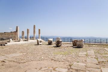 Акрополь Пергама. Колонны и капители в археологической зоне