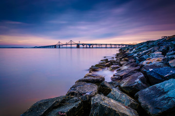 Long exposure of a jetty and the Chesapeake Bay Bridge, from San Fototapete