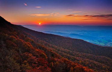 Acrylic Prints Brown Autumn sunset over the Shenandoah Valley and Appalachian Mountai