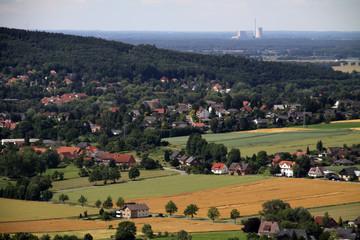 Blick nach Bad Eilsen mit Kraftwerk Heyden