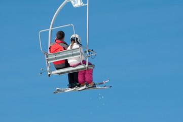 Wintersports in the Alpes - Télésiège avec un père et sa fille