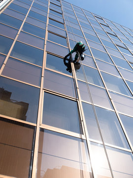 ビルのガラス磨き