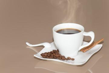 Heißer Kaffee mit Deko