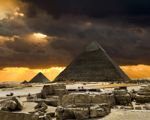 Photo sur Plexiglas Egypte Pyramids at Giza on the background of the Sunset,Cairo, Egypt