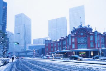 大雪の東京駅丸の内口